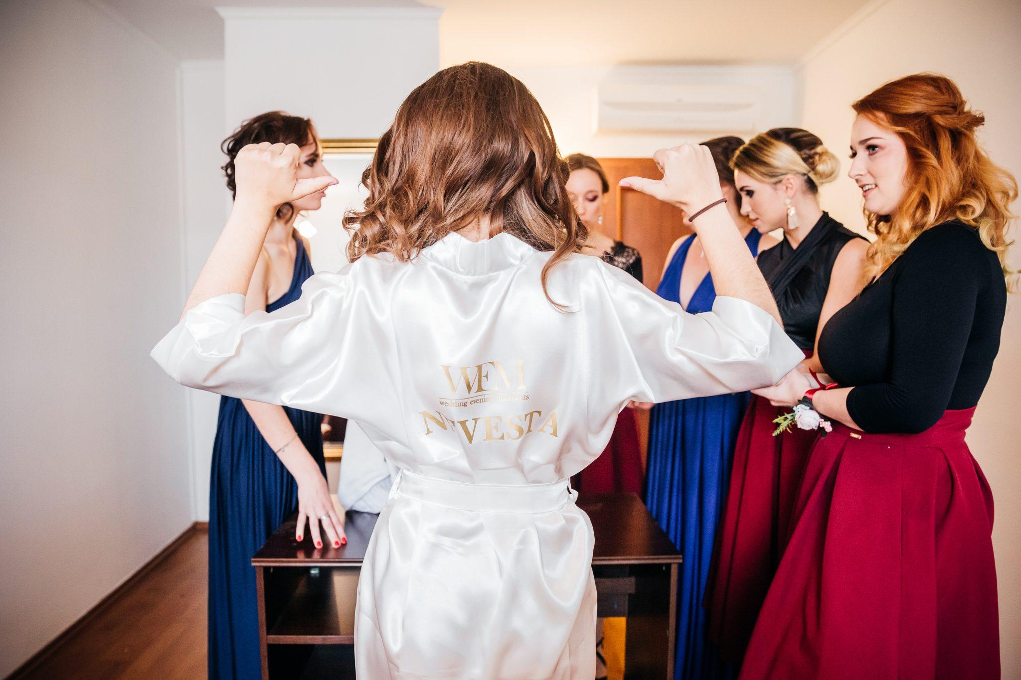 f5e46614ec998 Boli prvé slová môjho muža, keď ma videl vo svadobných šatách. Dokonca mu  neprekážalo ani to, že neboli úplne biele, lebo som to bola ja…