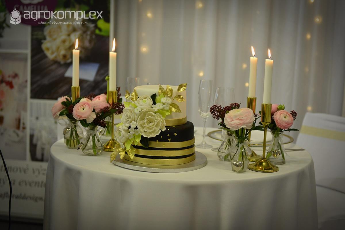 """1e4a54fc7 Floristi predstavia kvetinové čelenky, náramky, náhrdelníky a ďalšie  ozdobné prvky z kvetín v súťaži ,,Svadobný šperk roka""""."""