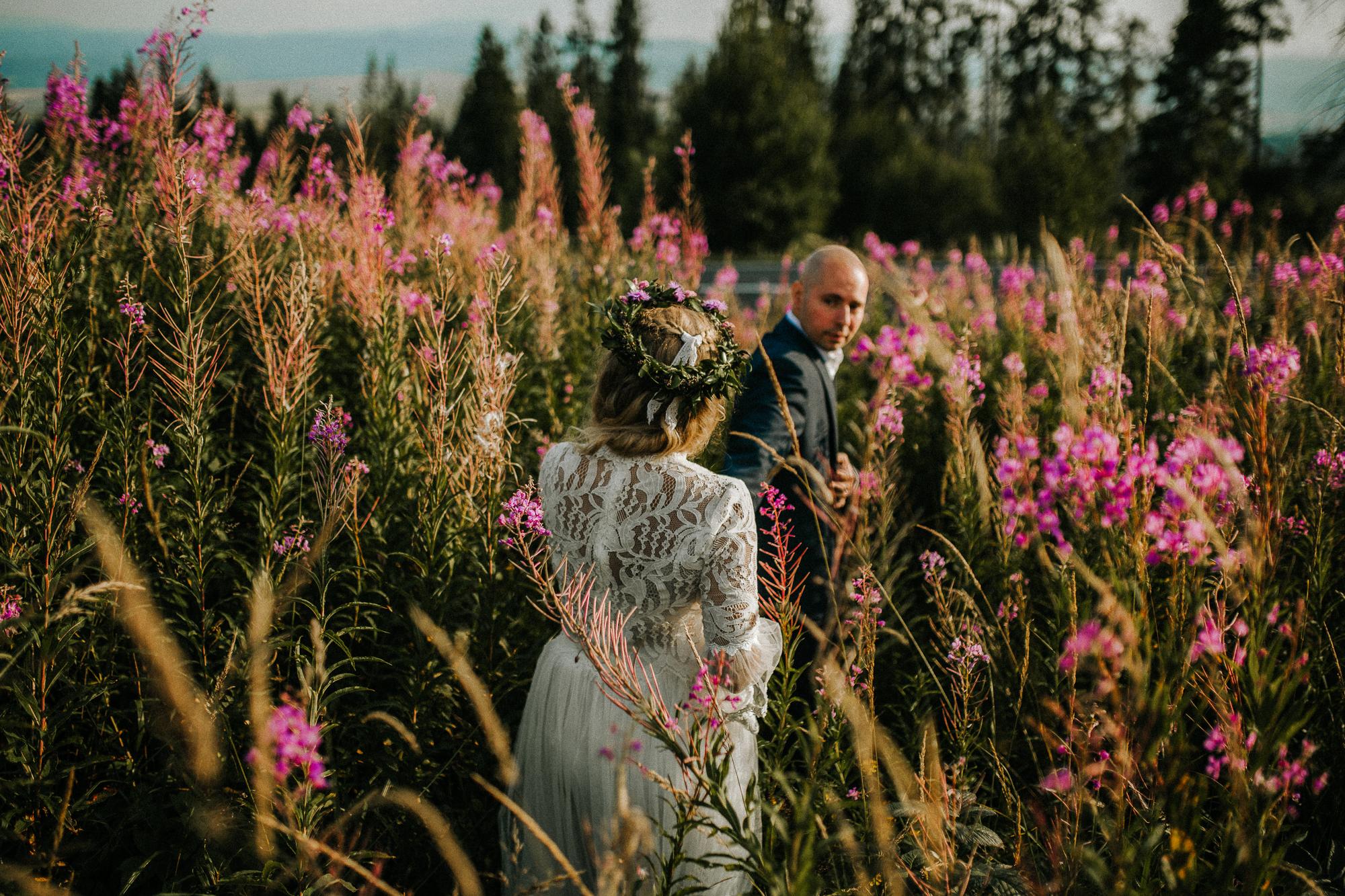 afd48b2a8b37 Katka a Kris majú radi jednoduchosť a prirodzenosť a to sa aj snažili  zakomponovať do svojej svadby. Pozrite sa bližšie na slovensko-poľskú svadbu