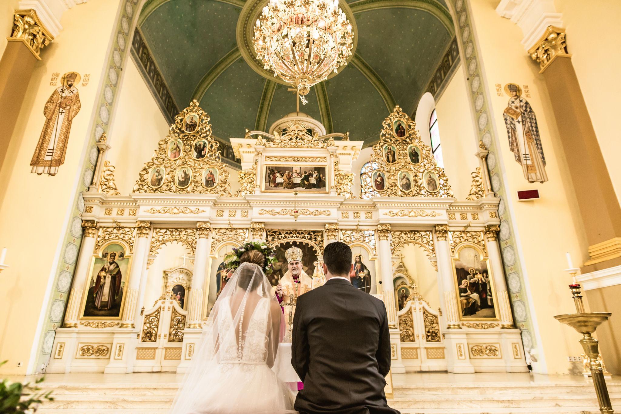 0b0642cb9 Zachovanie svadobných zvykov bolo pre mňa veľmi dôležité. Napríklad  čepčenie nevesty je veľmi emotívna časť svadby, ktorú stále preplačem a tak  tomu bolo aj ...
